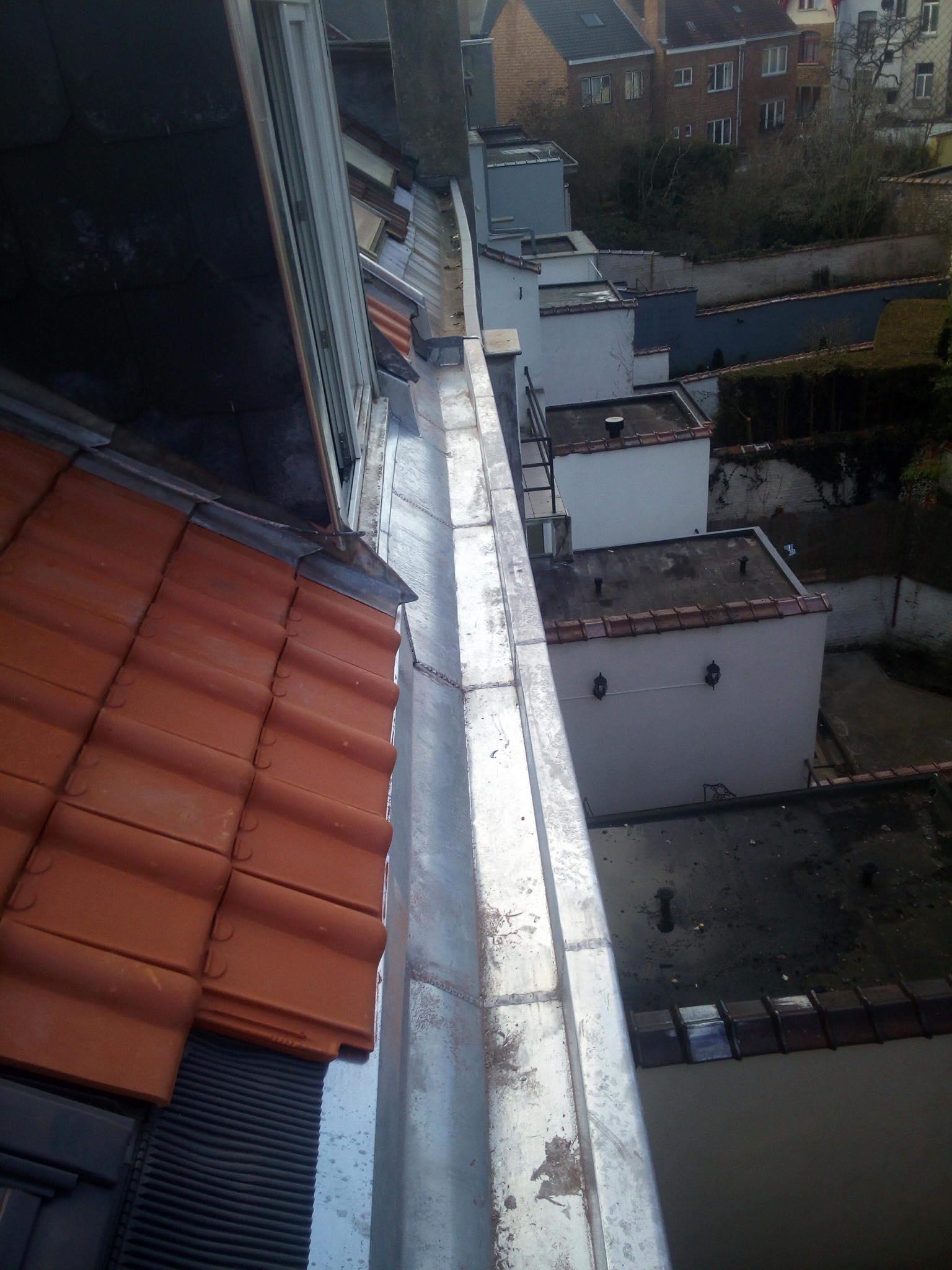 Réparation toiture corniches gouttières et zinc